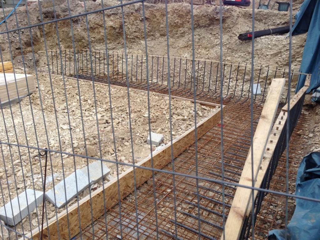 2013-09-02 garage retaining walls steel work