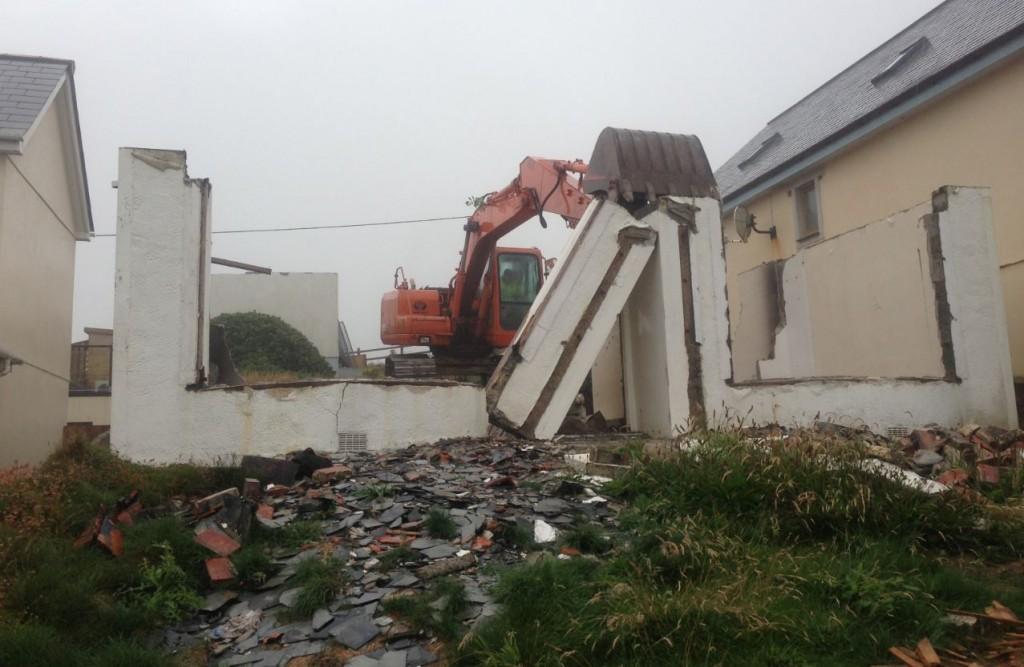 2013-08 digger house demolition